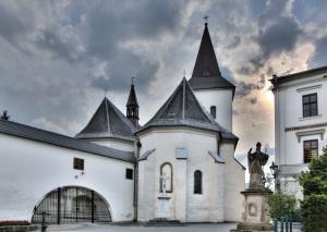 1033-kostel-pskpatrik-a-brana-fary
